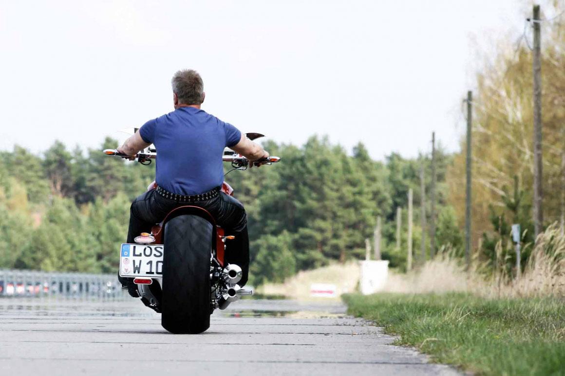 Dirk Wohlgemuth auf Suzuki VL 1500 intruder (drag-style) - Custom Bike - Rückseite